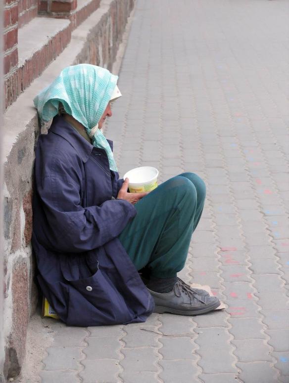 beggar-13155381